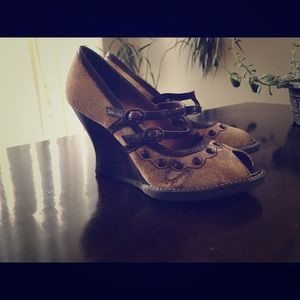 Kenzie wedges, excellent condition!